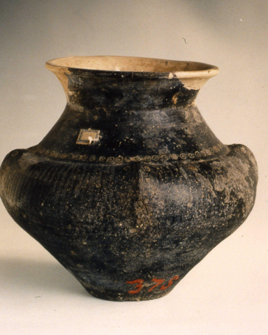 Biconical urn